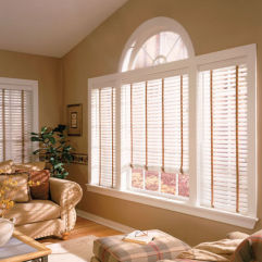 "BlindSaver Advantage 2"" Wood Alloy Blinds room scene"