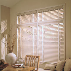 "Levolor Riviera Classic 1"" Mini Blinds room scene"